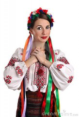 femme-ukrainien-dans-le-costume-national-22136252.jpg
